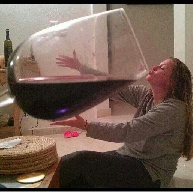 Wenn ein Glas Wein eine Stunde im Fitnessstudio wirkt, wirkt sich das auf unseren Körper aus. Stellen Sie sich vor, was dieser kleine Bogen in meinem ????? hahahahaha