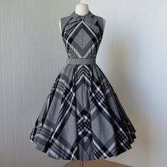 vintage 1950's dress ...most fabulous SUZY PERETTE dior inspired new look quintessential black and white gingham plaid cotton circle skirt pin-up sun dress with bow