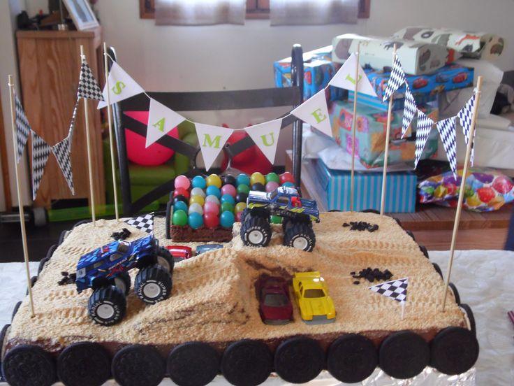 """Gateau d'anniversaire thème """"Monster Truck"""" Vous pouvez retrouver mes autres gâteaux ici https://www.facebook.com/pages/Miss-CupN-Cakes"""
