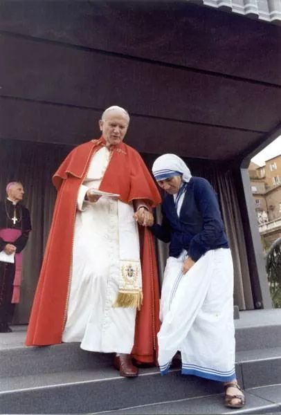 John Paul II and Mother Theres of Calcutta
