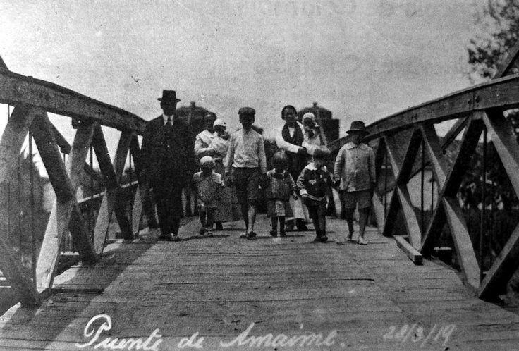 Imagen 3: Foto familiar en el puente colgante sobre el río Amaime, entre Palmira y Buga (1919). Tomada de Despertar vallecaucano, Cali, No. 190, septiembre de 1987; s.p.