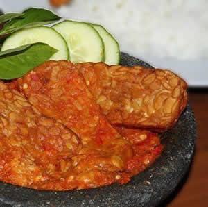 resep tempe penyet - hadegh! Yudhis makan sebakul dengan tempe penyet ini :) Kayaknya ketumbar itu rahasia gurihnya!