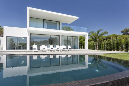 Highly modern luxury Vale do Lobo villa