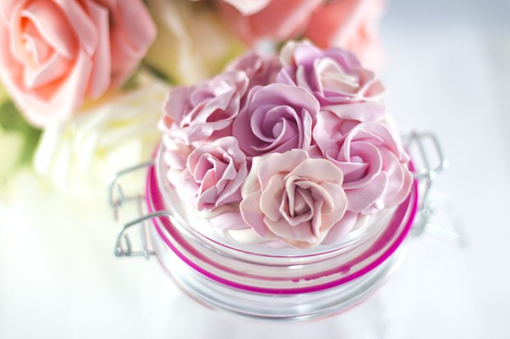 Essmes wyroby handmade: Pastelowe róże z modeliny