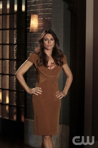 """Gossip Girl """"Salon Of The Dead"""" Pictured: Elizabeth Hurley as Diana PHOTO CREDIT: GIOVANNI RUFINO / THE CW ©2011 THE CW NETWORK. ALL RIGHTS RESERVED"""