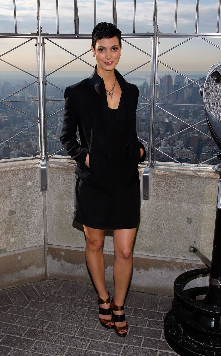 Morena Baccarin – Visits The Empire State Building (2009-11-17)