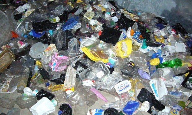 Un batterio potrebbe rivoluzionare il riciclaggio della plastica - http://www.doyougeek.com/un-batterio-rivoluzionare-riciclaggio-della-plastica/ - Unbatteriopotrebbe cambiare radicalmente il riciclaggio della plastica cosi come lo conosciamo oggi e portare allo sviluppo di nuovi e più efficienti sistemi per eliminare i materiali di residuo. La scoperta è stata fatta da un team di ricercatori giapponesi, che asseriscono che l&#...