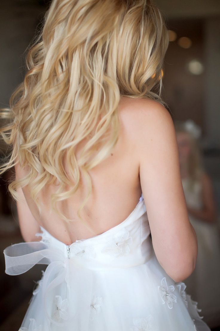 Beachy waves perfect for a Cali wedding Photography by Heather Armstrong Photography / heatherarmstrongphotography.com, Floral   Event Design by Adornments Flowers