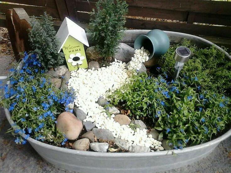 Dekorierte Zinkwanne Bepflanzung Pflanzen Garten