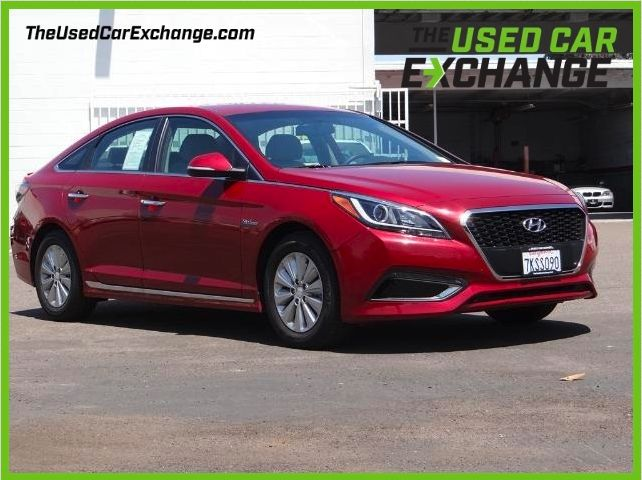 Only 33,000 miles and ready for you! Come see this 2016 Hyundai Sonata Hybrid SE!