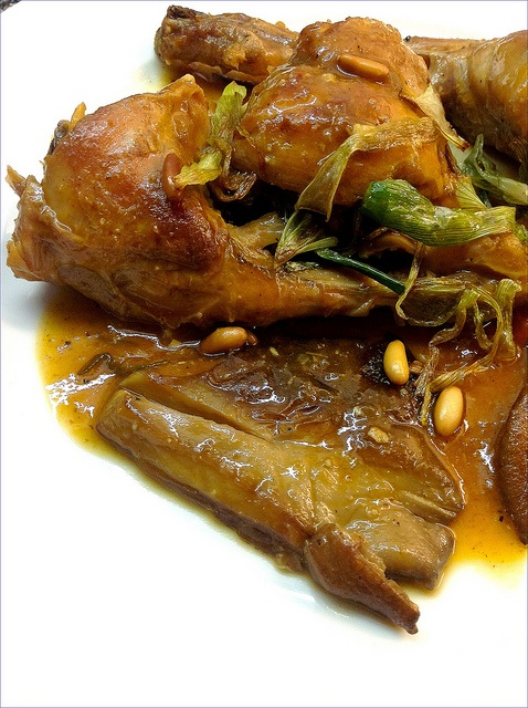 Conejo en salsa de setas y piñones - Rabbit with mushroom sauce and pine nuts #spanishfood