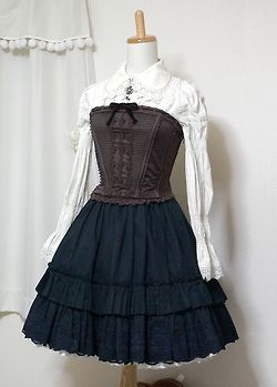 Lolita Fashion | Classic