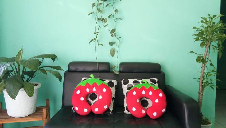 Stok Bantal Leher Jogja Karakter Strowberry