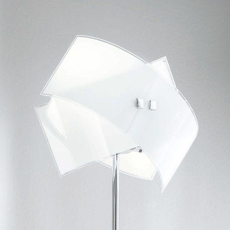 Stehleuchte Penelope mit Glasschirm Jetzt bestellen unter: https://moebel.ladendirekt.de/lampen/stehlampen/standleuchten/?uid=48491566-0eb1-5ede-9966-dd2aae76185c&utm_source=pinterest&utm_medium=pin&utm_campaign=boards #stehlampen #leuchten #lampen Bild Quelle: www.lampenwelt.de