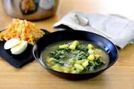 Potet- & løksuppe med grønnkål og spelt