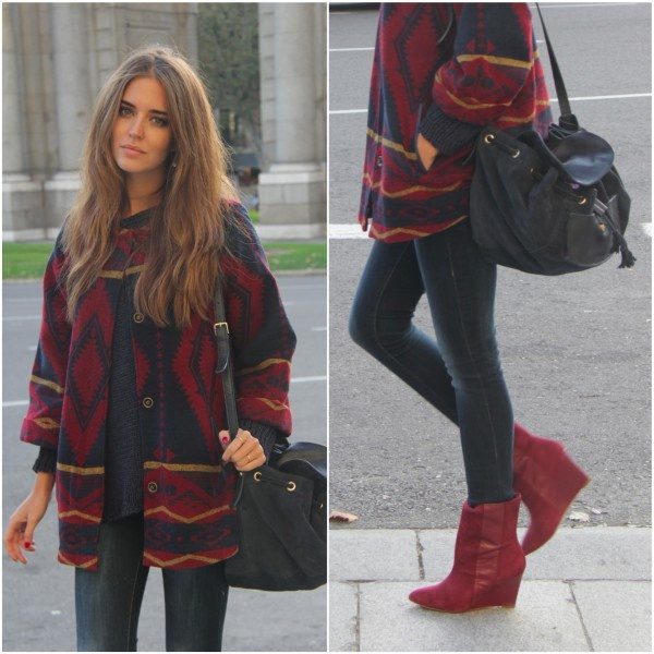 Clara Alonso - Jeans push up de Bershka, suéter de Brandy Melville, bolso y botas de Zara y chaqueta de Lefties,