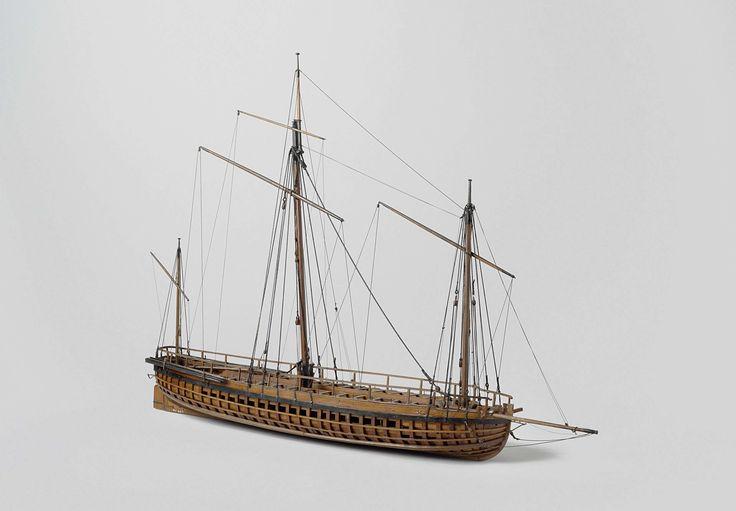 Anonymous | Model van een kanonneergalei, Anonymous, c. 1795 - c. 1813 | Getuigd spantmodel van een platbodem kanonneergalei met dertig roeiriemen, op standaard, incompleet. Het schip heeft één dek met verhoogd deel in het midden; op dit verhoogde stuk en de reling liggen de doften. Geen galjoen; in de boeg is een slede voor een stuk aangebracht, die benedendeks voert; de slede in het achterschip voert eveneens benedendeks. Platte spiegel met een poort met deurtjes voor het geschut; breed…