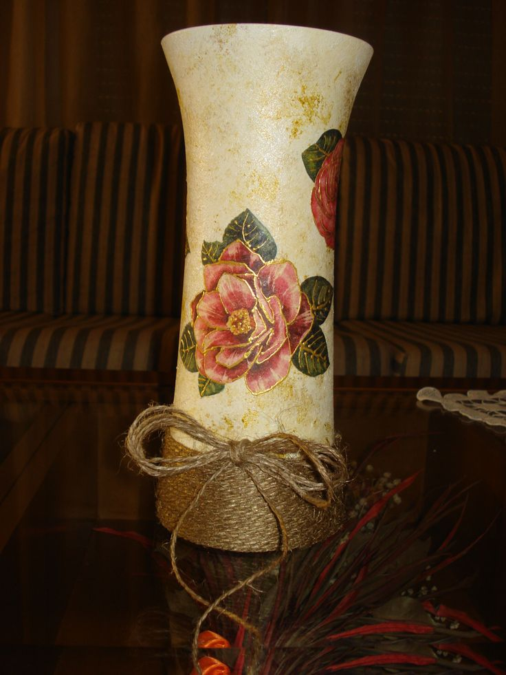 White vase with gold ditails, pink roses and string!!