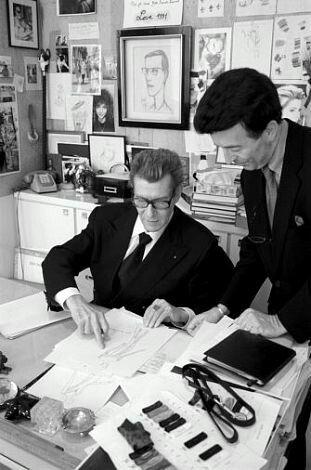 Yves Saint Laurent et Jean Pierre Derbord, premier d atelier, Avenue Marceau en juillet 1997. Photo Carlos Munoz Yagüe