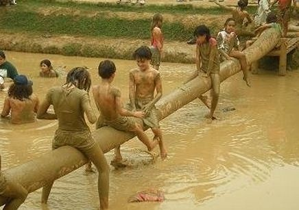 Permainan adu pukul kebun wisata pasir mukti -  bogor