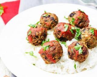 Boulettes végétaliennes aux haricots blancs, aubergines et sauce tomate : http://www.fourchette-et-bikini.fr/recettes/recettes-minceur/boulettes-vegetaliennes-aux-haricots-blancs-aubergines-et-sauce-tomate