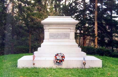 19th President rutherford b Hayes tomb is located at the Rutherford B. Hayes Presidential Center, Spiegel Grove, Fremont, OH.