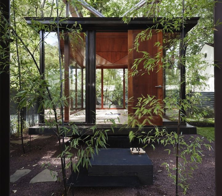 Talk about Feng shui! American architect David Jameson built this amazingly tranquil floating tea house, which also functions as a dining room, meditation