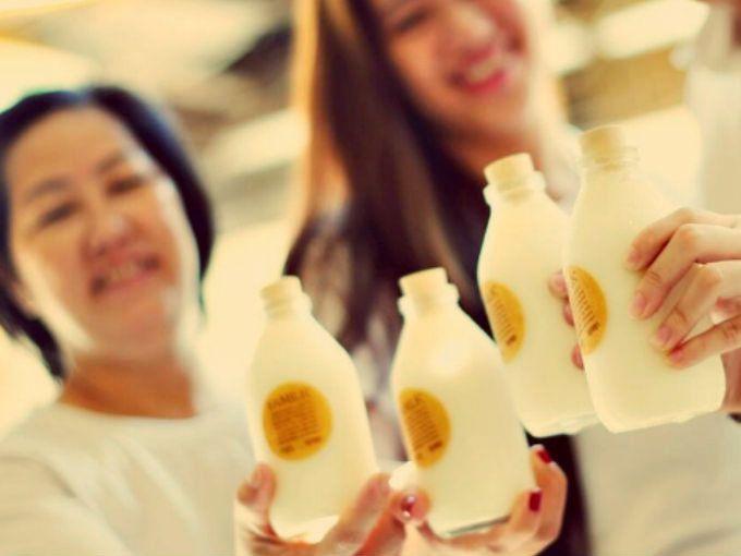 """¿La leche engorda? ¿Debo seguir tomándola, incluso en edad adulta? ¿Las lechadas (bebida de soya, almendras, arroz y coco) son más saludables? ¿Engordan menos? Aquí 10 razones para tomar leche y no lechadas.1. Platicamos la nutricionista Fernanda Alvarado, considerada una de las """"24 Nutriólogas de México"""", que nos contó que la leche tiene más de ocho mil años de antigüedad en ser consumida gracias, entre otras cosas, a sus grasas, proteínas, aminoácidos e hidratos de carbono que…"""