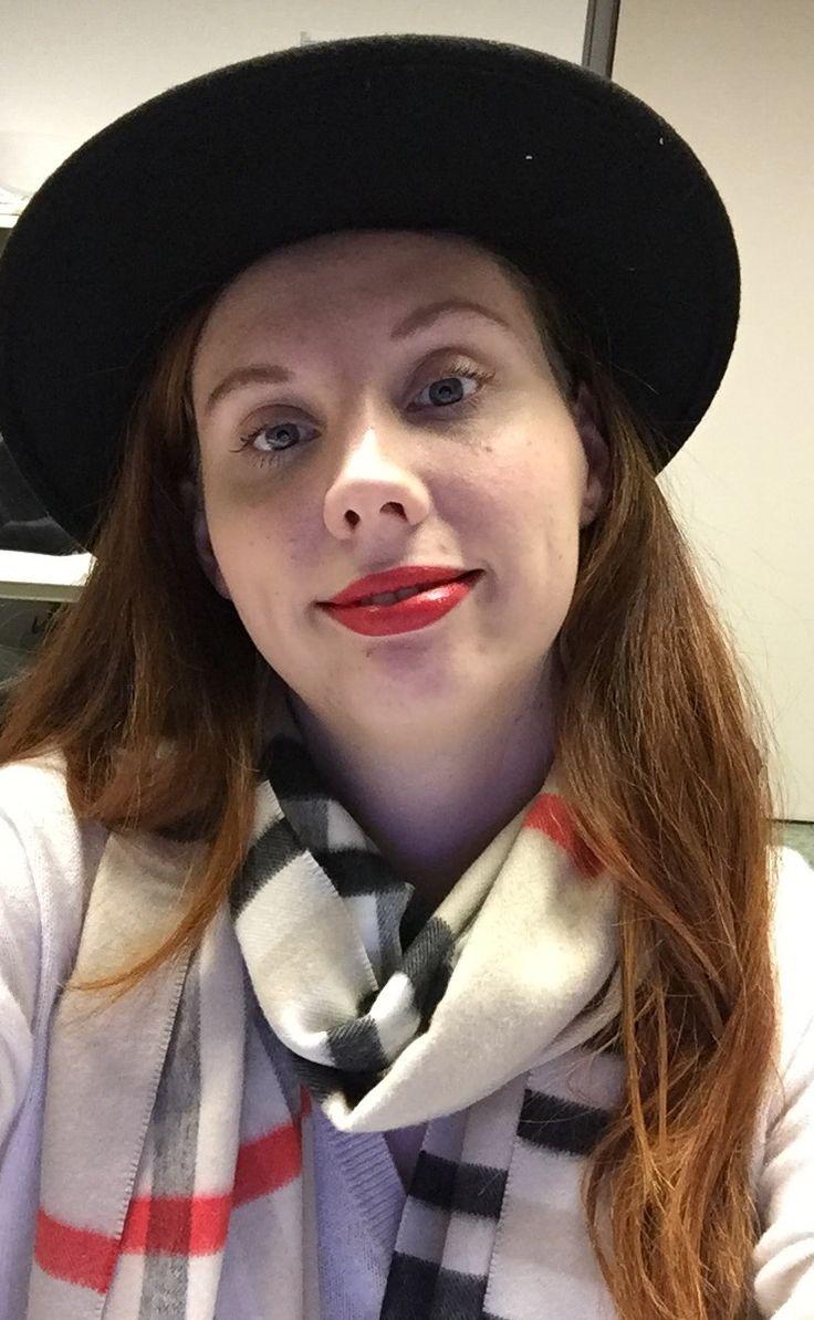 Ich und mein Seeberger- Hut, Lippenstift: MacRed