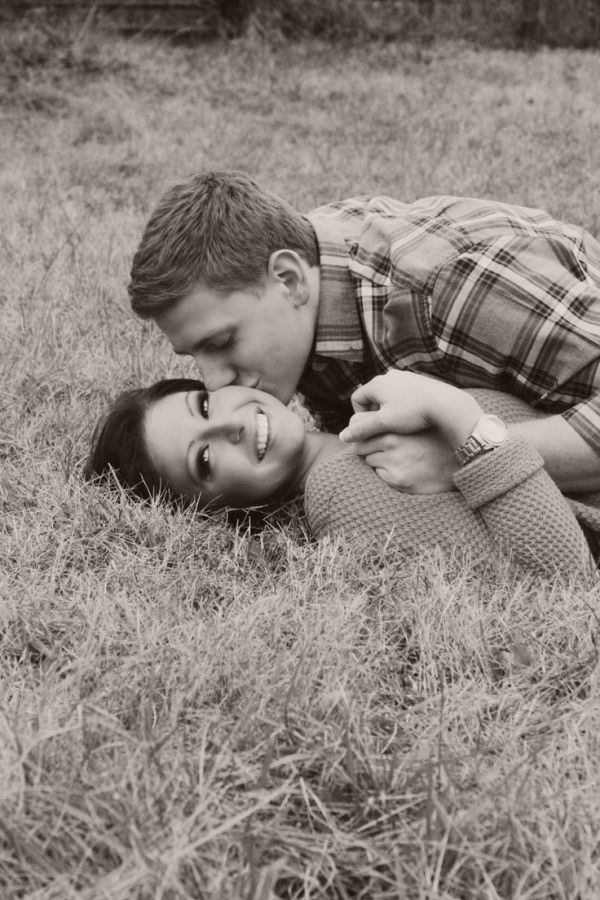 76 Gorgeous Couple Poses to Inspire Your Engagement Photos ...