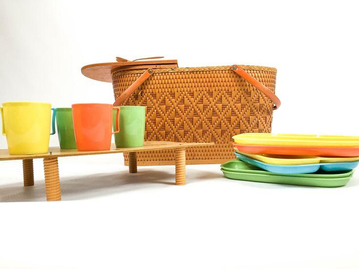 Vintage Picnic Basket - Redmon Basket - 1940 Basket - Picnic Baskets - Plastic Trays - Plastic Cups - Vintage Utensils