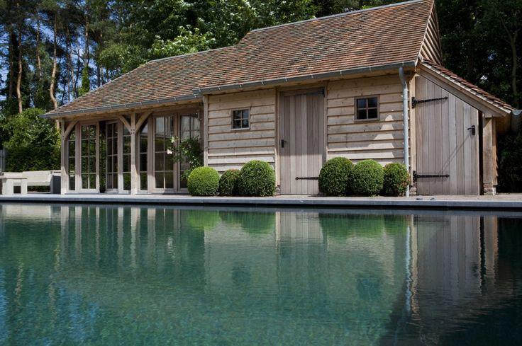 Nice! Oakwood #poolhouse heritage Buildings. Line the smart door on the right side. #pool is Nice underflow pool wit dark blue or Green? Mosaic tiles?
