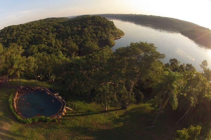 En #Iguazú, complemente la infaltable visita a Las #Cataratas, un espectáculo #natural único, con el #alojamiento en Puerto Bemberg, #Lodge de Selva. Aquí se ofrecen propuestas como la participación en el programa de #reforestación de la #selva, avistaje de #aves, #senderos y #saltos #naturales, #trekking, #paseos en #bicicleta, #kayak y #navegación > http://goo.gl/4N39nG
