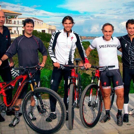 B @Specialized_MX: @Rafael Nadal quien rueda con bicis Specialized para entrenar, hoy nos brindó un juegazo en #RG13 ¡Felicidades Rafa!
