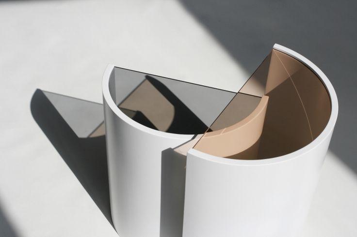 Contor Side Tables – это разработанный дизайн-студией Bower функциональный столик, состоящий из 2 элементов.