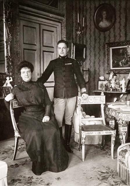 Família Real Portuguesa: RAINHA-MÃE E RAINHA-SOMBRA