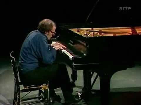 Glenn Gould - Fugue in E Major from The Well Tempered Clavier Book 2 - BWV 878 - YouTube