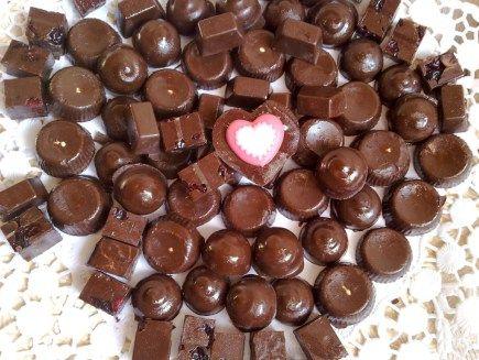 Σπιτικες νουαζετες!Τα αγαπημενα μας σοκολατακια!    Τι χρειαζόμαστε:    100 γρ φουντούκια ή ανάμεικτοι ξηροί καρποί  2 γεμάτες κουταλιές μερέντα/nutella  2 γεμάτες κουταλιές κακάο σκόνη άγλυκο  150 γρ κουβερτούρα  15 έξτρα φουντούκια ολόκληρα        photo via pinterest    Πώς το κάνουμε:    Στο μπλέντερ κάνετε τρίμμα τους ξηρούς καρπούς