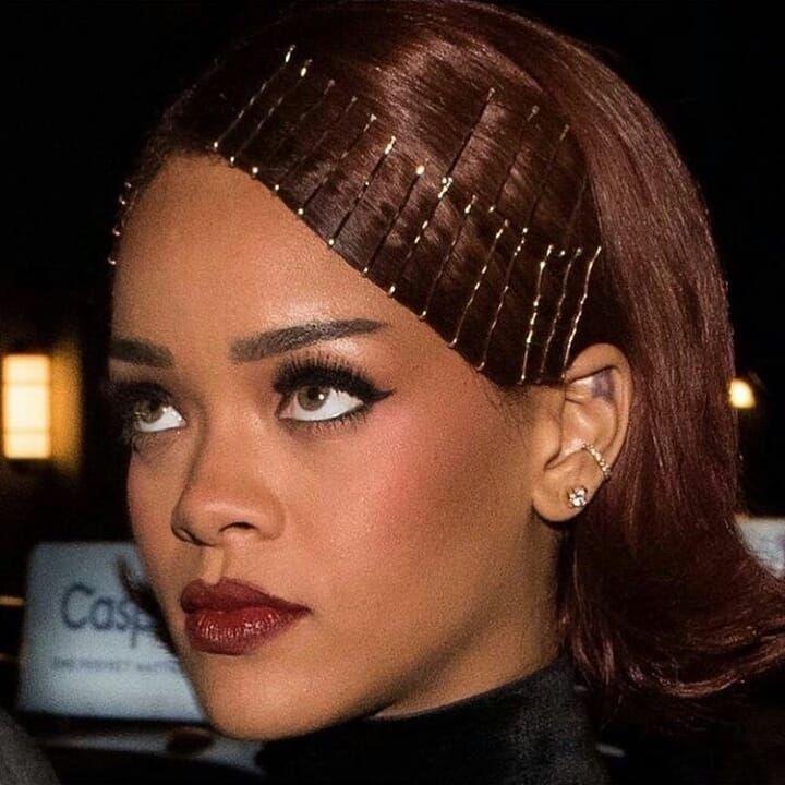 Bobby Pins Hairstyle Rihanna Bobby Hairstyle Nagelmode Nailfashionbobbypins Pins In 2020 Hair Styles Beauty Hair Clips