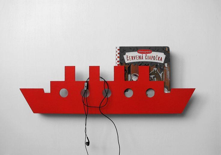 nástenný+vešiak/polička+'na+lodi'+červený+nástenný+vešiak+s+poličkou+na+knižky+nielen+do+detskej+izby,+aby+boli+obľúbené+knižky+vždy+na+očiach+a+veci+sa+neváľali+po+zemi+farba+žiarivá+červená,+žltá+alebo+hráškovo+zelená+povrchová+úprava+striekaním,+vodou+riediteľnou+farbou,+Tikkurila+materiál+preglejka,+drevený+hranol+so+závesným+kovaním+šírka+600mm,+hĺbka...