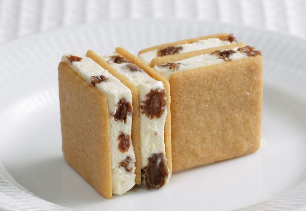 北海道まで食べに行きたい!六花亭のバターサンドがアイスになった「マルセイアイスサンド」|ローカルニュース!(最新コネタ新聞)北海道 札幌市|「colocal コロカル」ローカルを学ぶ・暮らす・旅する
