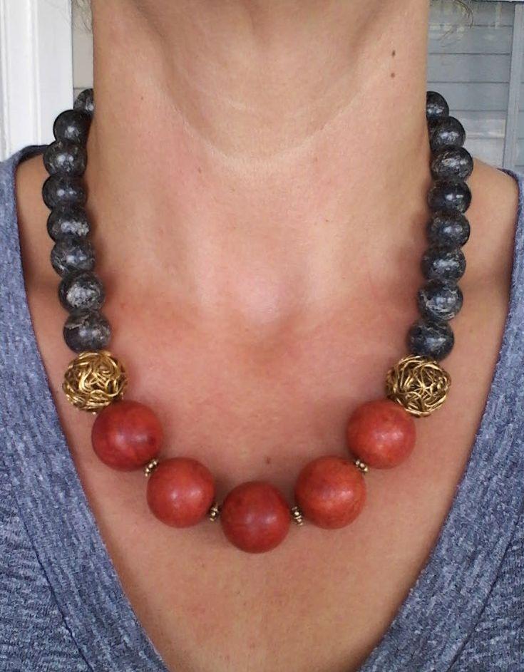 color blocks, idè: två magnetlås och möjlighet att byta ut delar av halsband med andra färgkombinationer