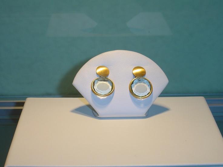 Pendientes oro amarillo con piedra amatista verde clara. PVP 600 € (antes 750 €)
