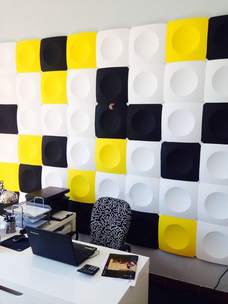 Co to jest - biało-czarno-żółte i kwadratowo-okrągłe? ;-)
