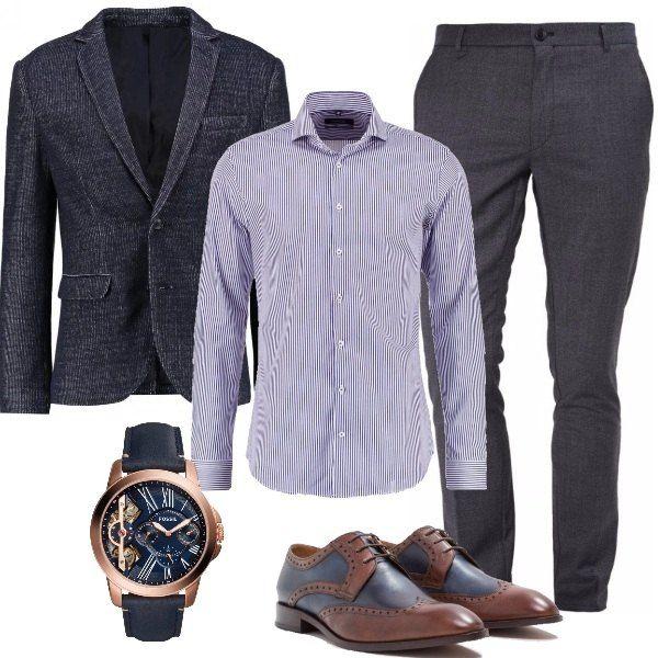 Per l'uomo che passa la sua giornata in ufficio ho scelto un look elegante anche senza la cravatta, con giacca dark blu in fantasia melange, camicia slim marine, pantaloni dark grey, stringate eleganti brown e splendido orologio.