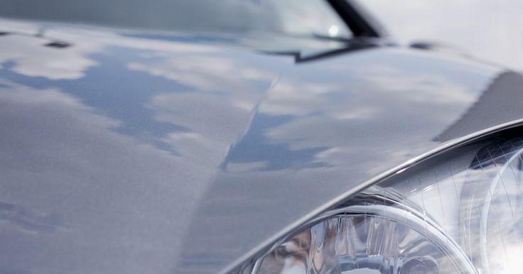 Como instalar uma película azul nos faróis. As películas azuis nos faróis podem reduzir a intensidade da luz emitida pelo seu farol, ao passo que melhora a aparência do seu carro. Se você quiser fazer uma mudança estática no seu carro, mas não quer gastar muito dinheiro, mudar as cores dos faróis é uma forma barata e simples de fazê-lo.