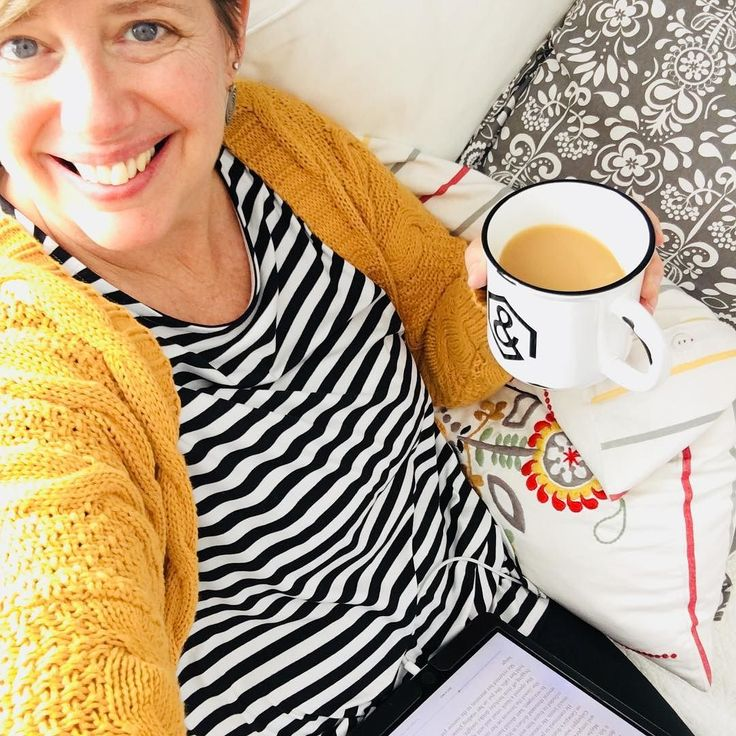 Relaxing in my Boyfriend Cardi Swing Tunic and Leggings!  Doesnt get more cozy than this!  Link is in my bio@agnesanddorawithhilary #happynewyear #readeveryday #agnesanddora #books #winterfashion #fashion #style #yellow #chai #lovinglife