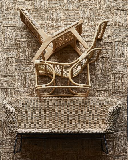 Heerlijk lounge in deze prachtige stoelen van riet! Deze stoelen kunnen zowel voor binnen als voor buiten gebruikt worden. De stoelen komen van het gave maar ook bekende Nederlandse merk HK living.