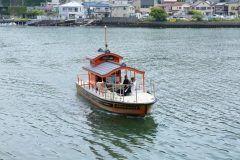 地元の住民からはポンポン船という愛称で親しまれている浦賀の渡船は横須賀に来たらぜひ乗って欲しいな 実はこの渡船には時刻表がなくて呼び出しボタンを押すとすぐに迎えに来てくれるというシステム 所要時間は分程だけど浦賀造船所跡地に建つクレーンやドックを海から眺めることができておすすめだよ() tags[神奈川県]