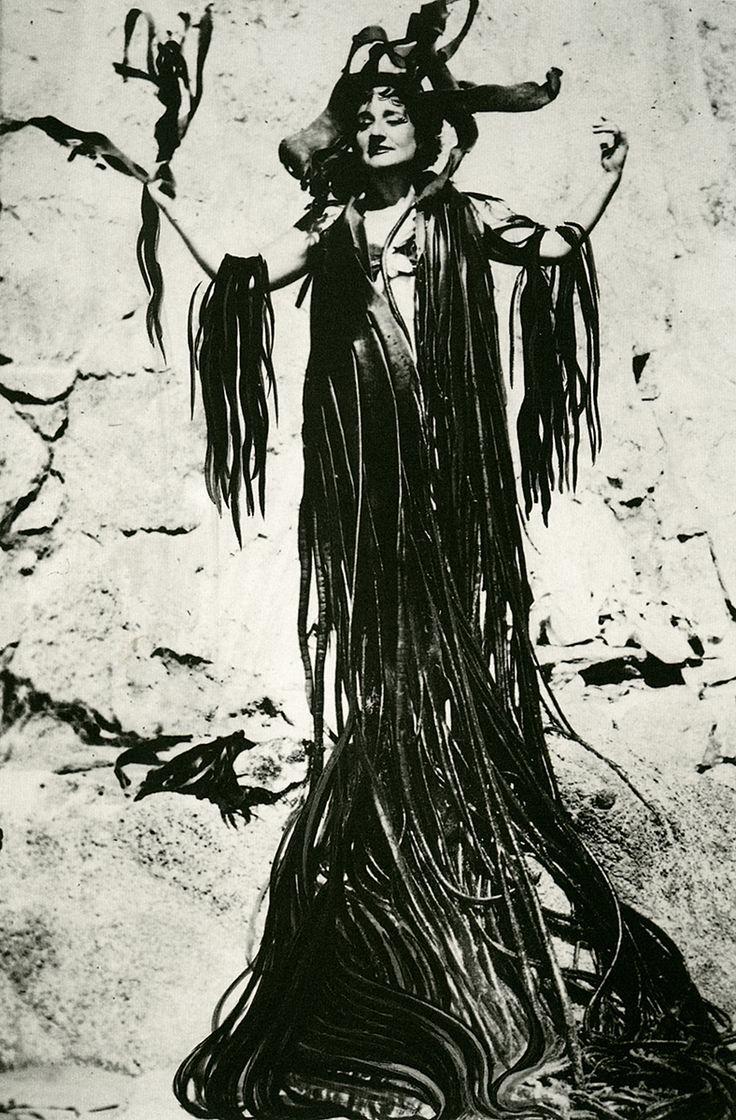 Maruja Mallo (Vivero, Lugo, 5 de enero de 1902- Madrid, 6 de febrero de 1995), fue una pintora surrealista española.